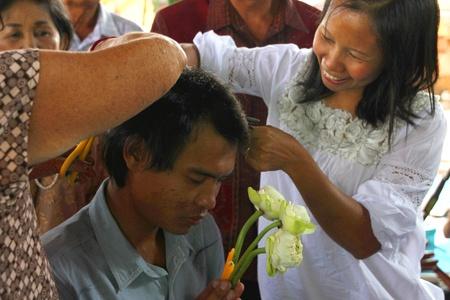 YANGSRISURAT, MAHASARAKHAM - MARCH 22 : Unidentified close relatives are cutting man hair in ordination ceremony on March 22, 2012 at Wat Nongbuasantu, Yangsrisurat, Mahasarakham, Thailand. Stock Photo - 13491305