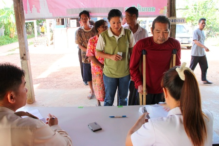 MUANG, MAHASARAKHAM - JUNE 29 : Unidentified disorder man is in queue to vote in village level election on June 29, 2012 at Ban Moh (Pottery village), Muang, Mahasarakham, Thailand. Stock Photo - 14335656