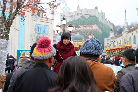 EVERLAND, YONGIN, KOREA - NOVEMBER 26 : Unidentified tourists are listening to their guide on November 26, 2011 at Everland, Yongin, Korea. Stock Photo - 14339888