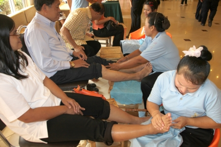MUANG, MAHASARAKHAM - JULY 13 : Unidentified people are in reflexology spa foot massage on July 13, 2012 at Taksila Hotel, Muang, Mahasarakham, Thailand. Stock Photo - 14418863
