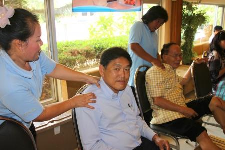 MUANG, MAHASARAKHAM - JULY 13 : Unidentified people are in reflexology spa foot massage on July 13, 2012 at Taksila Hotel, Muang, Mahasarakham, Thailand. Stock Photo - 14418861