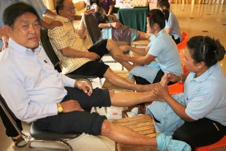 MUANG, MAHASARAKHAM - JULY 13 : Unidentified people are in reflexology spa foot massage on July 13, 2012 at Taksila Hotel, Muang, Mahasarakham, Thailand. Stock Photo - 14418880