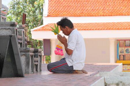 mahasarakham: NA DUN, MAHASARAKHAM - JULY 15 : The unidentified Buddhist is making religious merit as usual on July 15, 2012 at Na Dun Pagoda, Mahasarakham, Thailand. Editorial