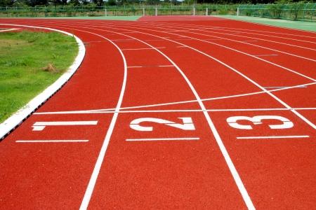 Pistes de course pour sportif dans le stade en plein air Banque d'images