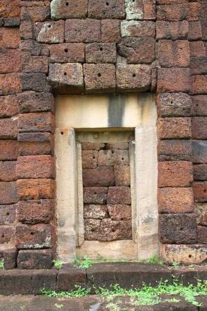 cambodge: The ordering of laterite building of Prasat Nang Ram, Korat, Thailand