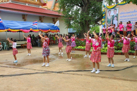 TA TUM VILLAGE, MUANG, MAHASARAKHAM - JULY 31 : Unidentified dancers are performing ancient circle  dance (Ram Wong) in Agricultural Clinic Project on July 31, 2012 at Ta Tum temple, Muang, Mahasarakham, Thailand.