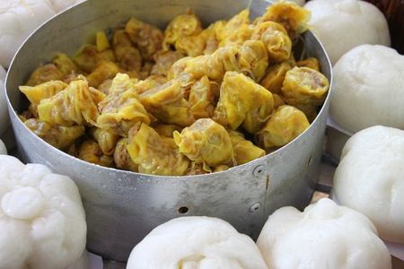 enclosing: Chinese snacks, rice or wheat dough enclosing minced meat and steamed, Chinese bun