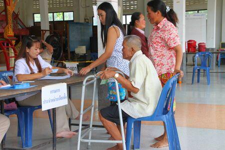MUANG, MAHASARAKHAM - SEPTEMBER 4 : Unidentified voters are in queue of voting village headman on September 4, 2012 at Wat Ban Hin Lat, Tha Song Kon, Muang, Mahasarakham, Thailand. Stock Photo - 15079659