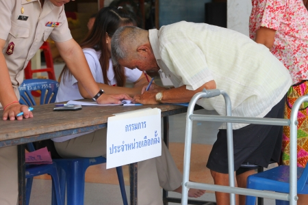 MUANG, MAHASARAKHAM - SEPTEMBER 4 : Unidentified voter is voting village headman on September 4, 2012 at Wat Ban Hin Lat, Tha Song Kon, Muang, Mahasarakham, Thailand. Stock Photo - 15079679