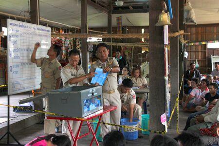 MUANG, MAHASARAKHAM - SEPTEMBER 7 : Unidentified officers are counting votes village headman on September 7, 2012 at Wat Ban Jam Nak, Nong Pling, Muang, Mahasarakham, Thailand. Stock Photo - 15102452