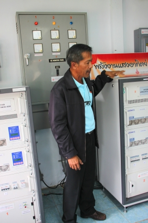 monocrystalline: MUANG, MAHASARAKHAM - SEPTEMBER 18 : Unidentified officer is presenting in field alternative energy workshop trip on September 18, 2012 at Education and services center 3, Muang, Mahasarakham, Thailand.