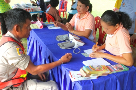 MUANG, MAHASARAKHAM - SEPTEMBER 19 : Unidentified nurses are giving healthcare services in public secter services mobile project on September 19, 2012 at Wat Don Whan, Muang, Mahasarakham, Thailand. Stock Photo - 15453193