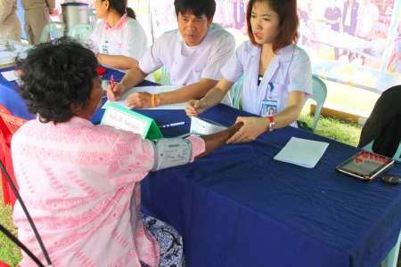 MUANG, MAHASARAKHAM - SEPTEMBER 19 : Unidentified nurses are giving healthcare services in public secter services mobile project on September 19, 2012 at Wat Don Whan, Muang, Mahasarakham, Thailand. Stock Photo - 15453185