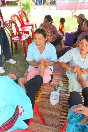 MUANG, MAHASARAKHAM - SEPTEMBER 19 : The unidentified women are giving free spa services treatment in public secter services mobile project on September 19, 2012 at Wat Don Whan, Muang, Mahasarakham, Thailand.