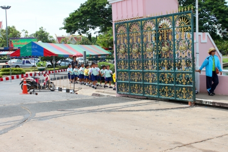 MUANG, ROI-ET - NOVEMBER 14 : Unidentified teacher is leading group of young pupils to Bung Palanchai public park on November 14, 2012 at Roi-et, Thailand.