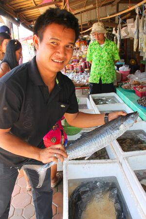 MUANG, RAYONG - APRIL 21 : The unidentified tourists are buying fresh fishes and seafood on April 21, 2012 at outdoor fishes market, Muang, Rayong, Thailand. Stock Photo - 17063322