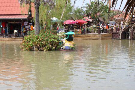 AYUTTHAYA, THAILAND - JANUARY 6 : Unidentified tourists are traveling to Ayothaya Floating Market on January 6, 2013 at Ayutthaya, Thailand. Stock Photo - 17268748