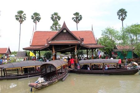 AYUTTHAYA, THAILAND - JANUARY 6 : Unidentified tourists are traveling to Ayothaya Floating Market on January 6, 2013 at Ayutthaya, Thailand. Stock Photo - 17356154