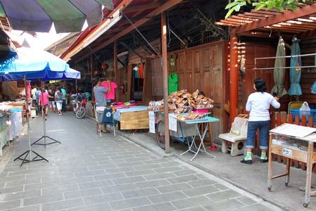 SAM CHUK, SUPHAN BURI - JANUARY 6 : Unidentified tourists are shopping in 100 years market on January 6, 2013 at old market by Tha Chin river(Talad Sam Chuk), Sam Chuk, Suphan Buri, Thailand. Stock Photo - 18114836