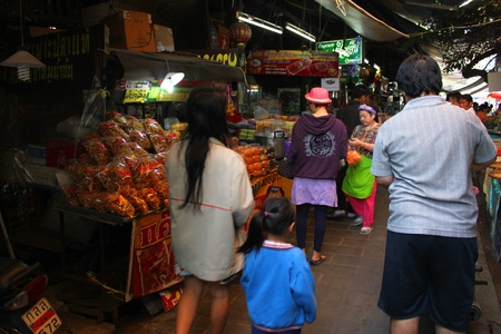 SAM CHUK, SUPHAN BURI - JANUARY 6 : Unidentified tourists are shopping in 100 years market on January 6, 2013 at old market by Tha Chin river(Talad Sam Chuk), Sam Chuk, Suphan Buri, Thailand. Stock Photo - 18114805