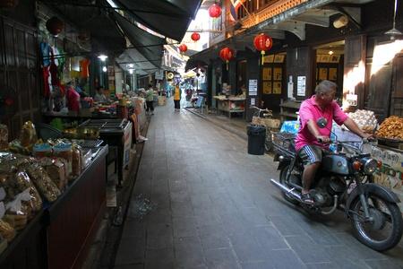 SAM CHUK, SUPHAN BURI - JANUARY 6 : Unidentified tourists are shopping in 100 years market on January 6, 2013 at old market by Tha Chin river(Talad Sam Chuk), Sam Chuk, Suphan Buri, Thailand. Stock Photo - 18114820