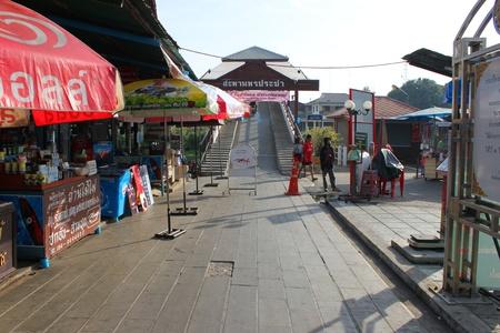 SAM CHUK, SUPHAN BURI - JANUARY 6 : Unidentified tourists are shopping in 100 years market on January 6, 2013 at old market by Tha Chin river(Talad Sam Chuk), Sam Chuk, Suphan Buri, Thailand. Stock Photo - 18114809