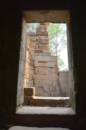 cambodge: One of the doors of classical Khmer construction at Prasat Ta Prohm Stock Photo