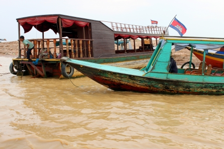 SIEMREAP, KHMER REPUBLIC - FEBRUARY 23 : Transportation by boats and way of life in the greatest freshwater lake in the world on February 23, 2013 at Tonle Sap Lake, Siemreap, Khmer Republic. Stock Photo - 19033109
