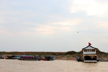 SIEMREAP, KHMER REPUBLIC - FEBRUARY 23 : Transportation by boats and way of life in the greatest freshwater lake in the world on February 23, 2013 at Tonle Sap Lake, Siemreap, Khmer Republic. Stock Photo - 19033154
