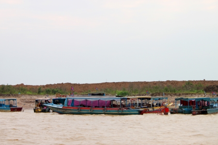 SIEMREAP, KHMER REPUBLIC - FEBRUARY 23 : The unidentified tourists are traveling by boat in the greatest freshwater lake in the world on February 23, 2013 at Tonle Sap Lake, Siemreap, Khmer Republic. Stock Photo - 19033156