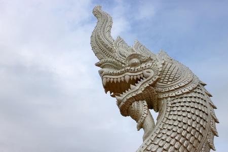 holy symbol: naga estatua s�mbolo sagrado en Tailandia