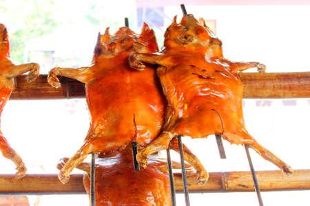 spanferkel: gegrilltes Schweinefleisch oder gegrillte Spanferkel