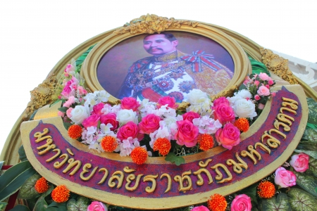 extol: MAHASARAKHAM - OCTOBER 23   Wreath is laid for salute King Chulalongkorn statue in front of provincial hall on October 23, 2013 in Mahasarakham, Thailand  Editorial