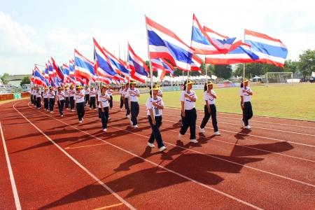Mahasarakham - NOVEMBRE �tudiants 8 universitaires non identifi� marchent le long du sol sportif en 12 e Coupe Ti c�r�monie de cl�ture, le 8 Novembre 2013, � Mahasarakham, Tha�lande