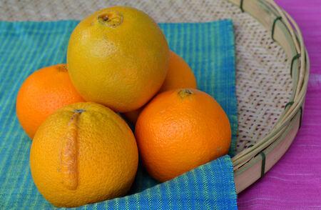 tela algodon: Naranjas en tela de algod�n en tejido utensilio de bamb�