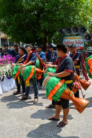 mahasarakham: MAHASARAKHAM - APRIL 12 : Tom-tom players are performing for Buddha worship ceremony in songkran festival at Mahasarakham university on April 12, 2015 in Mahasarakham, Thailand.