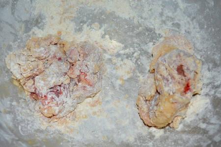 seasoning: prepare chicken mixed with flour and seasoning Stock Photo