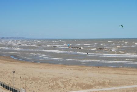 Pescara Strand kite surfen am strand pescara abruzzen italien lizenzfreie