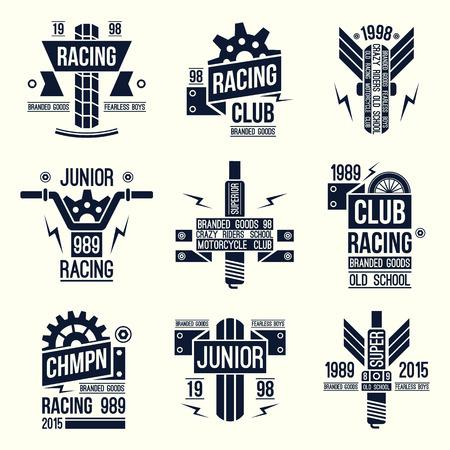 carreras de motos emblemas en estilo retro. Diseño gráfico para la camiseta. de color negro sobre fondo blanco