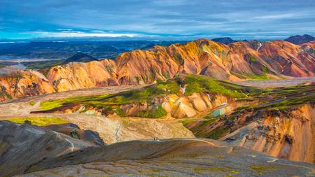 美しいカラフルな火山山夏の時間、アイスランドのレイキャヴィーク 写真素材