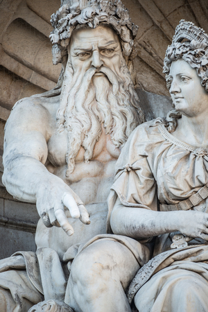 Neptune and his wife Salacia fountain near Albertina and Hofburg Palace in Vienna, Austria Banque d'images - 119170194