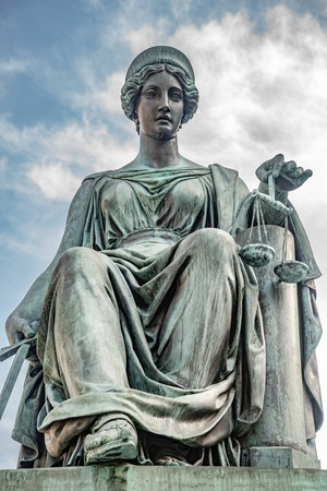 Statue of beautiful judge at the Emperor Franz I monument in Hofburg Palace in Vienna, Austria Banque d'images - 119170210