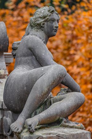 Statue of sensual Roman renaissance era woman after bathing, golden Autumn, Potsdam, Germany Stockfoto
