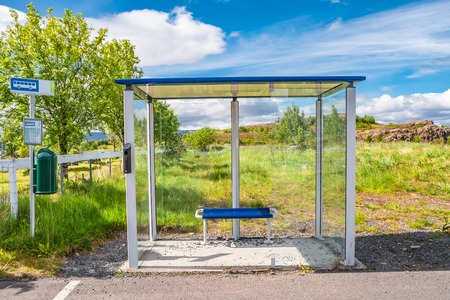 Typical modern public bus stop in Iceland, early summer time Banque d'images - 119170258