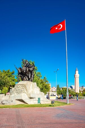 National Ascension Monument and Tower of Old Mosque at the Republic Square in Antalya, Turkey, Summer Stockfoto