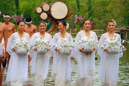 klong: AYUTHAYA, THAILAND  : Unidentified Thai dancers perform the Thai literature called Manora at Ayutthaya Klong Sa Bua & Water Theater in Ayuthaya, Thailand. Editorial