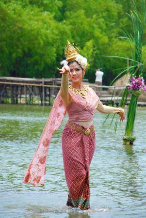 folk tales: AYUTHAYA, THAILAND  : Unidentified Thai dancers perform the Thai literature called Manora at Ayutthaya Klong Sa Bua & Water Theater in Ayuthaya, Thailand. Editorial