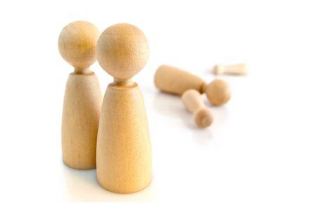 conflictos sociales: Garabatos de madera, el concepto de relación humana Foto de archivo