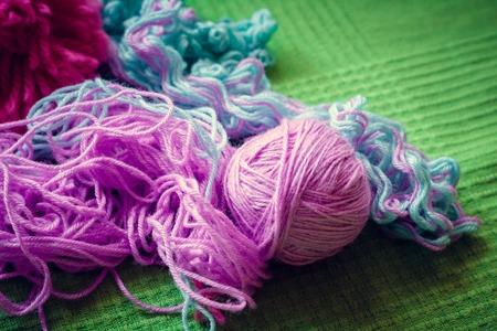 Wool threads on green background Archivio Fotografico