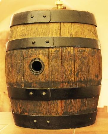 oak barrel: old oak barrel